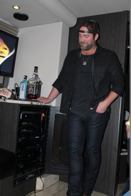 Lee Brice letting us preview some unreleased songs